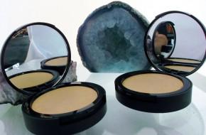 Компактная основа с зеркальцем Almond Goddess / Светлый нейтральный